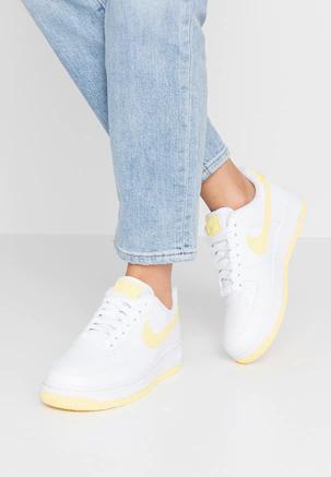 tienda de comestibles Inspiración Admisión  Damesschoenen & kleding online | ZALANDO | Nike shoes air force, Nike air  shoes, White bicycles
