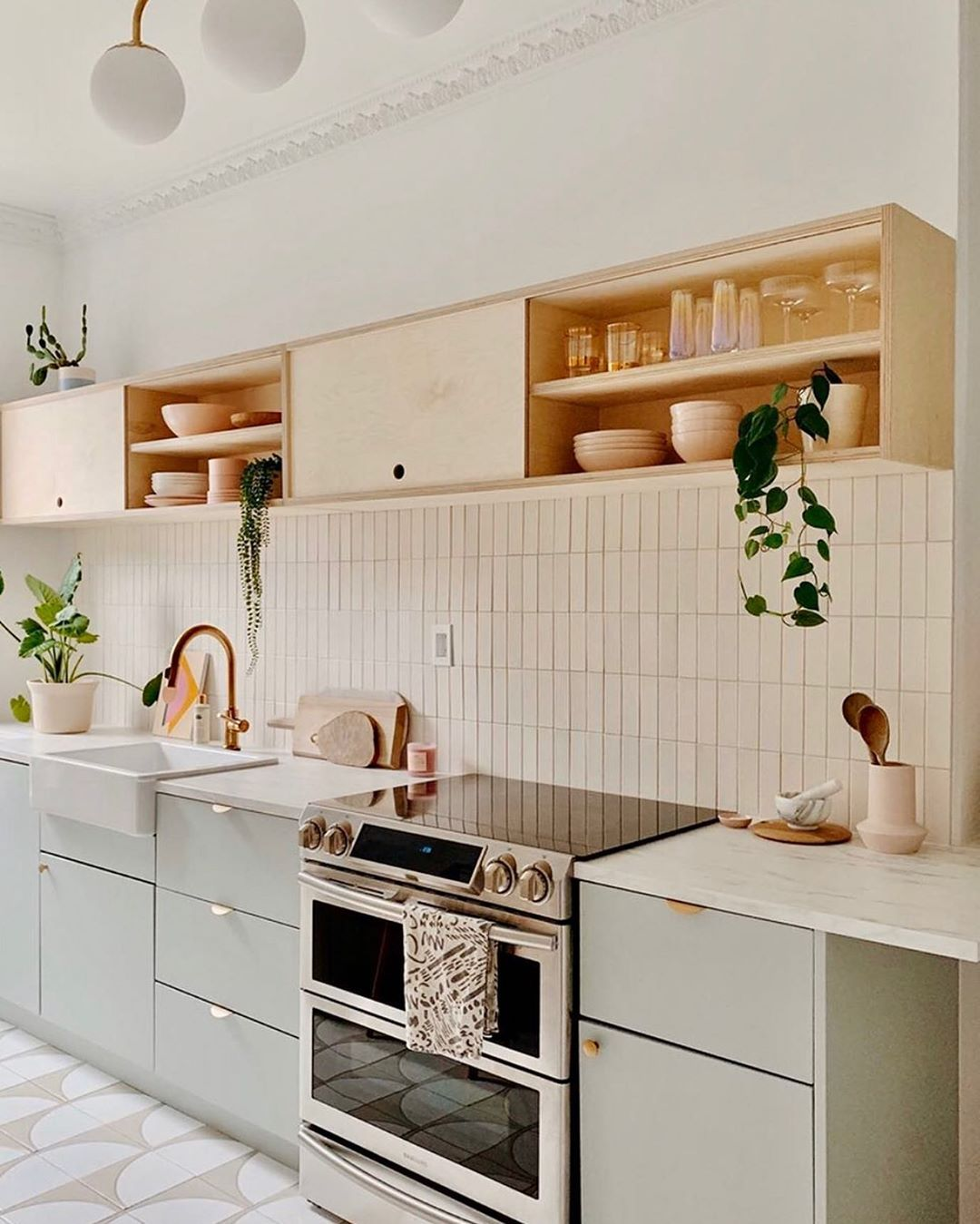 How Purr Fect Is Reserve Home S Newly Renovated Brooklyn Ny Kitchen Learn On Domin In 2020 Rental Kitchen Makeover Small Kitchen Design Apartment Kitchen Interior