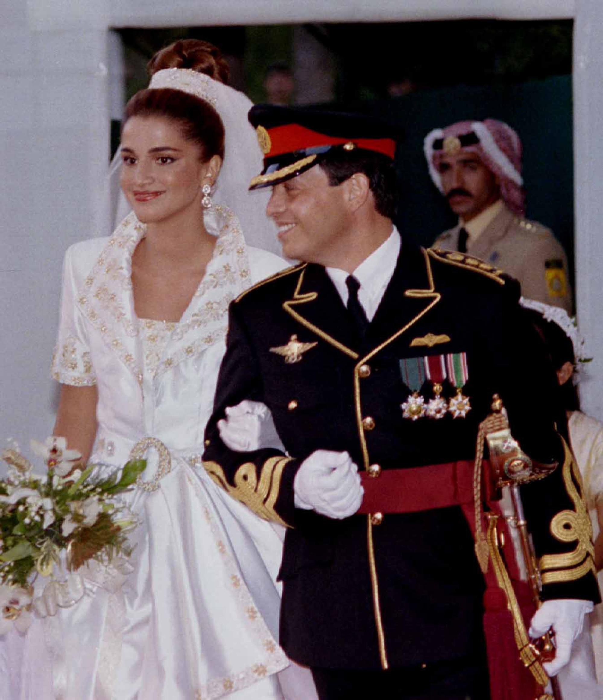 Queen Rania Of Jordan And King Abdullah Ibn Hussein Ii In 2020 Royal Wedding Gowns Wedding Gowns Royal Wedding Venue [ 2321 x 2000 Pixel ]