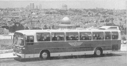 باص من شركة الباصات الاردنية في مدينة القدس عام 1966 عندما كان خط القدس عمان بغداد Bus Ride Bus Greyhound Bus