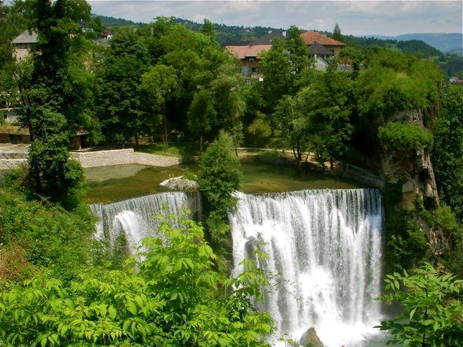Jajce And The Waterfalls Short History Bosnian Weather Waterfall Bosnia And Herzegovina Beautiful Waterfalls