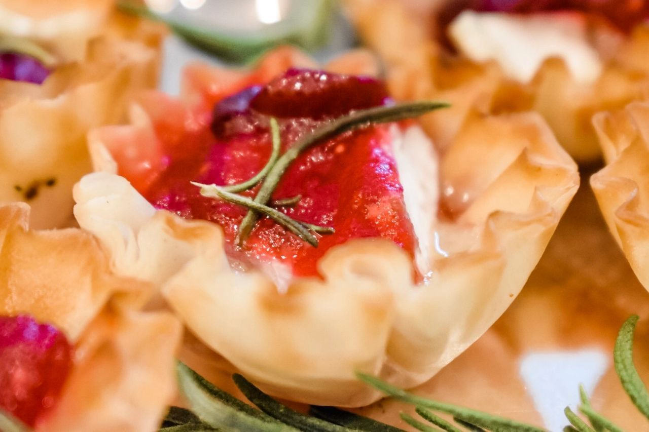 Baked Cranberry Brie Bites #cranberrybriebites Baked Cranberry Brie Bites #cranberrybriebites