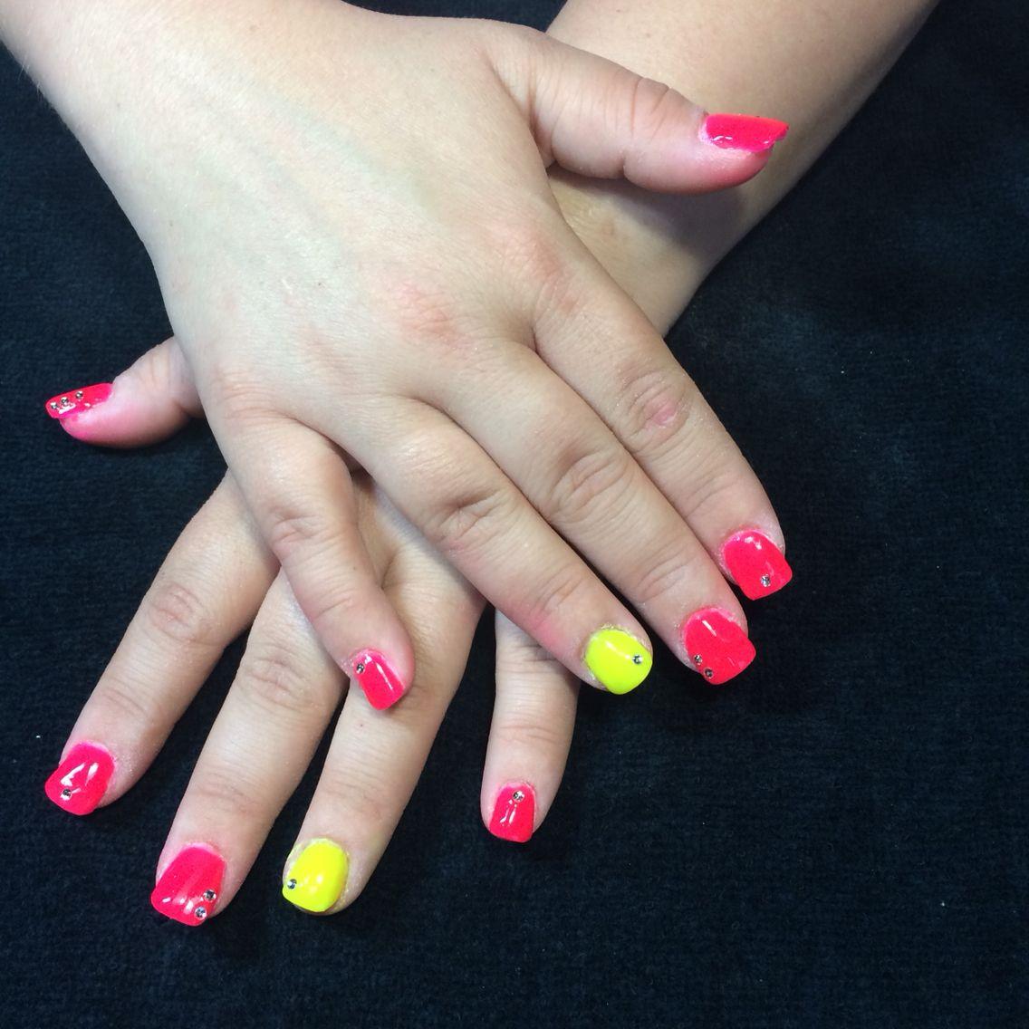 Ongle rose fluo et jaune nails ongles fait par moi pinterest roses - Ongle rose fluo ...