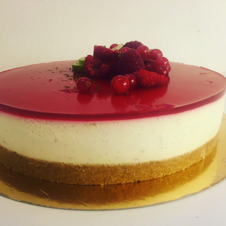 pannacotta tårta med hallon