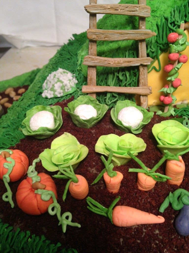 Hobbit, Cake, Lord of the Rings, Frodo, Bilbo, Bag End, Shire, Hobbiton, Fondant, gum paste, sugar, edible, sculpture, Tolkein, Tolkien, garden