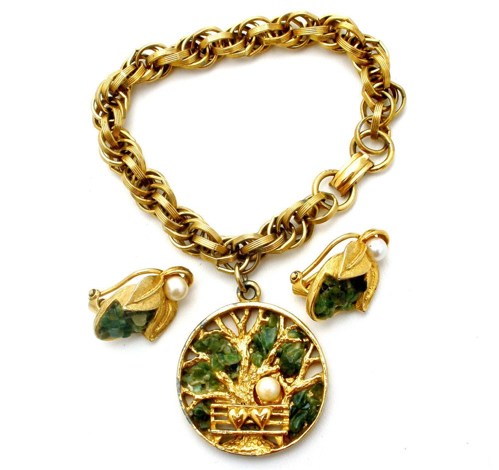 Pearl green jade set bracelet earrings signed capri tree gold charm