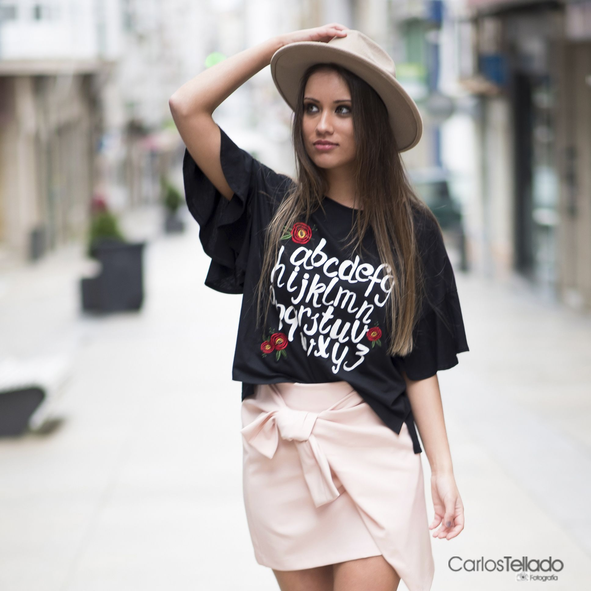 T Shirt With Ruffles And Knotted Mini Skirt Pink Mini Skirt Printed T Shirt Look Camiseta Con Volantes Y Falda Con Tiendas Online De Ropa Ropa De Mujer Ropa