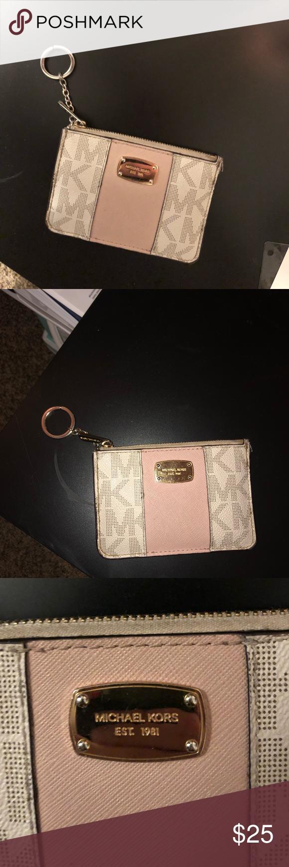 Michael Kors Wristlet Wallet In 2020 Michael Kors Wristlet Wristlet Wallet Simple Wallet