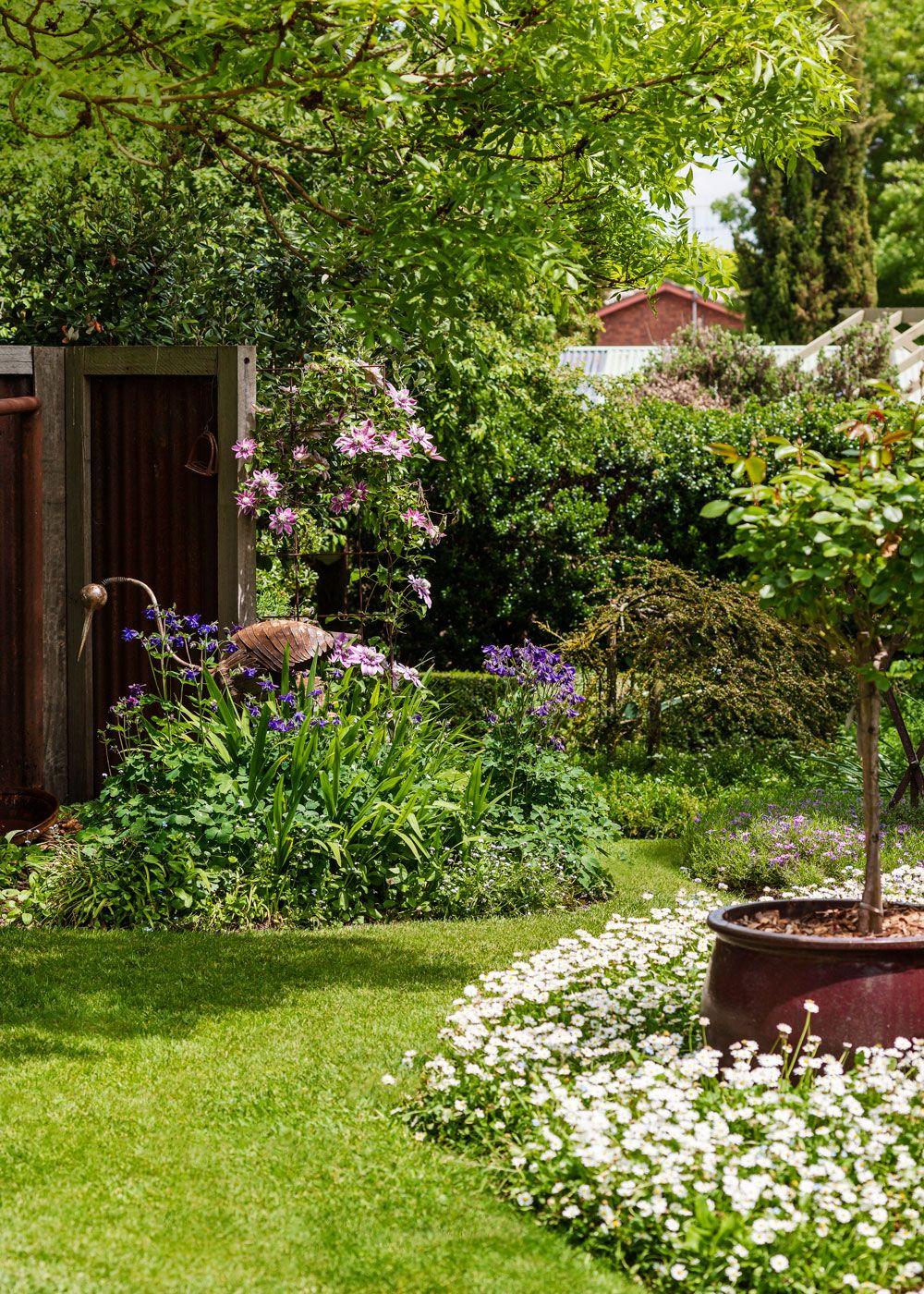 Create A Country Style Garden Garden Styles Front Yard Design Yard Design