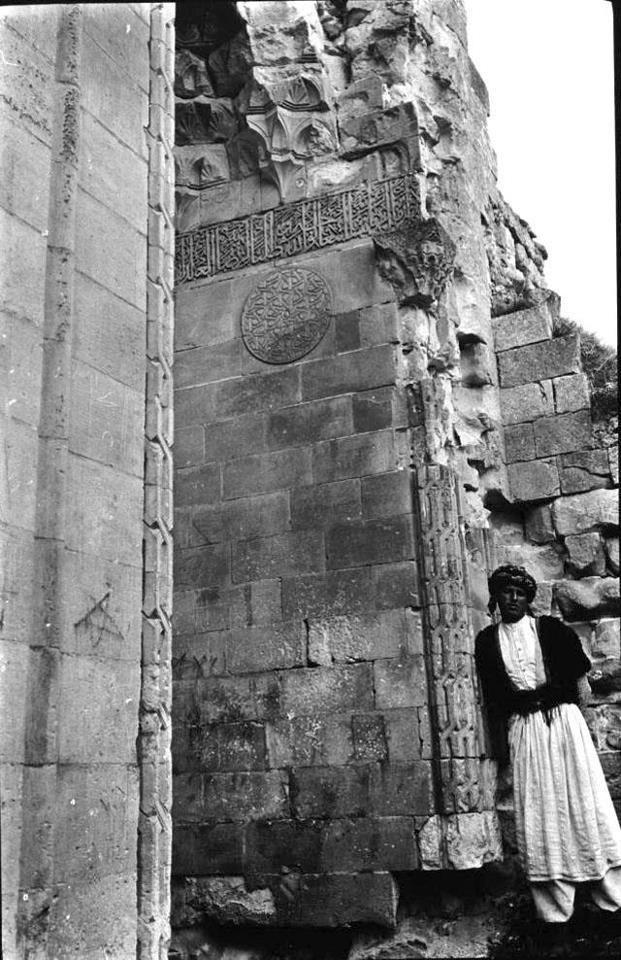 Natali AVAZYAN (NataliAVAZYAN) | Twitter Batman Hasankeyf 1911 İngiliz  / Arkeolog Gertrude Bell Fotoğrafı