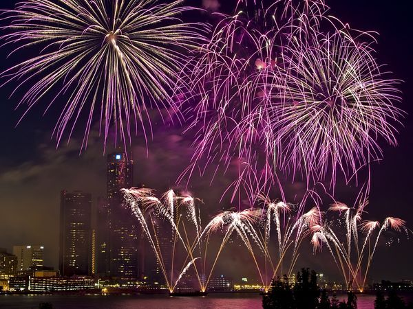 Fourth Of July Facts 1st Fests Number Of Fireworks More 4th Of July Trivia Fireworks 4th Of July Fireworks