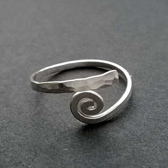 Size 5 Silver Floral Swirl Wire Ring