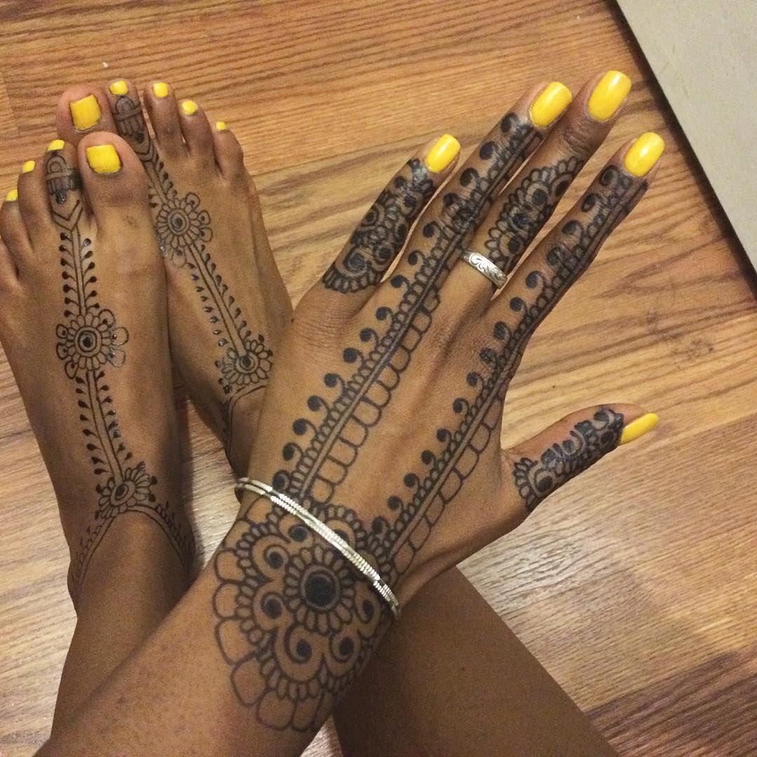 Fresh #jagua gel on my feet & 48hr Jagua stain on my hand  #thisisnotblackhenna  #hennabynatasha  #yellownails  #seattle #hudabeauty #hennaartist #Paisley #henna #mehndi  #hennaartist  #indian  #hennalove #hennatattoos #Beyonce  #hennadesign  #desichick #hennainspire #NickiMinaj #Zendaya  #wakeupandmakeup  #Vegas_nay #mehandi #hollywood #americanstyle
