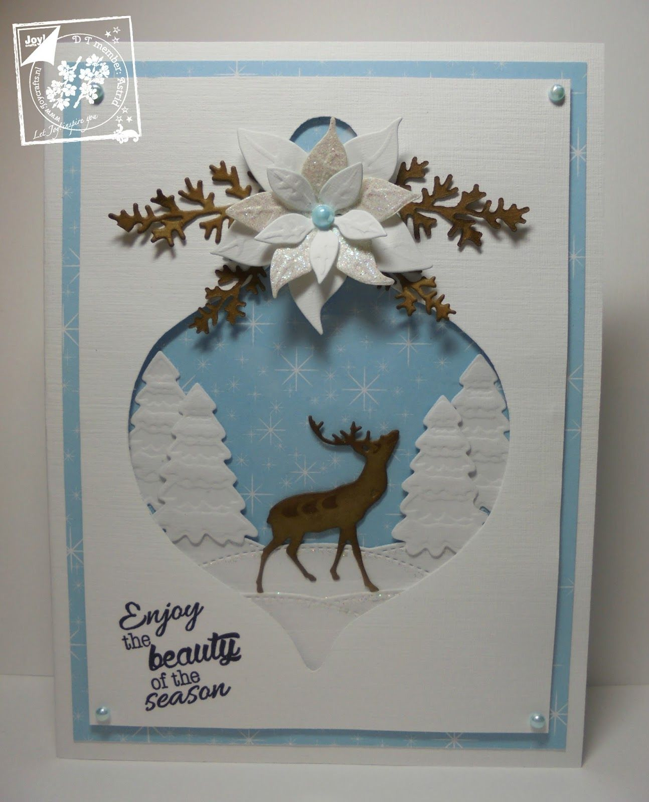 Hallo allemaal,     Vandaag een kerstkaart, waar ik het mooie papier van Mery's Christmas bij heb gebruikt.         Eerst een kerstbal get...
