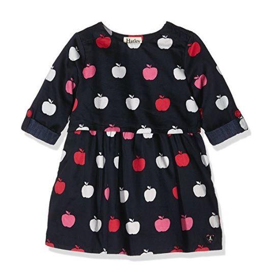 Vestido negro para niña con estampado de manzanas blancas rojas y rosas de Hatley. #modabebe #modainfantil #ropabebe #ropainfantil