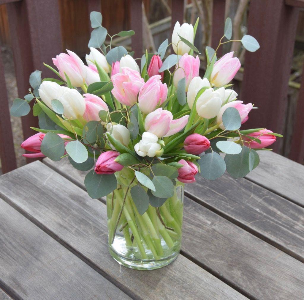 Tulip Arrangement With Silver Dollar Eucalyptus Tulips Arrangement Flower Arrangements Types Of Flower Arrangement