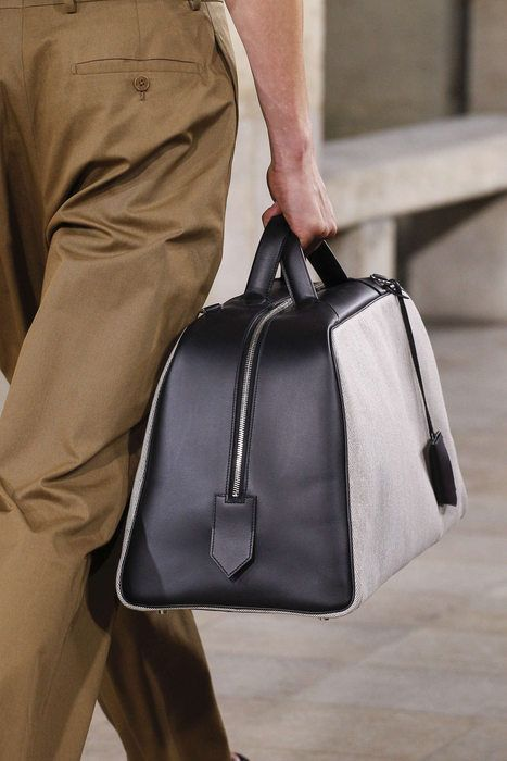 16a3357eb7 Hermès, Printemps/Eté 2018, Paris, Menswear | Sacs femmes | Sac cuir ...
