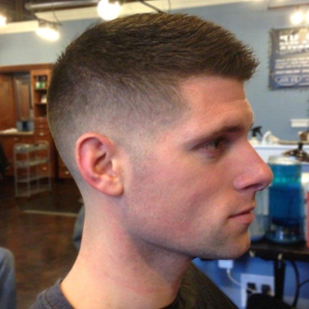 Men S Fade Kurzhaarschnitt Sieht Modern Und Mannlich Wir Alle Wissen Dass Fade Haircut Ist Der Tr Mens Haircuts Fade Trendy Short Hair Styles Marine Haircut