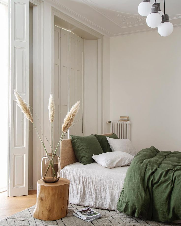 Photo of simple bohemian bedroom decor with green bedding #greenbedroom #bedroomdecor #bo…