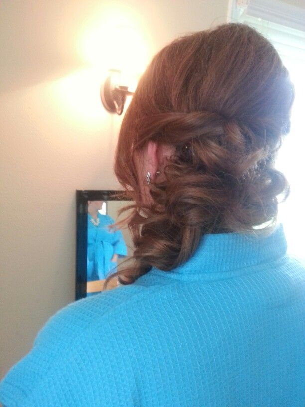 Curled side pony