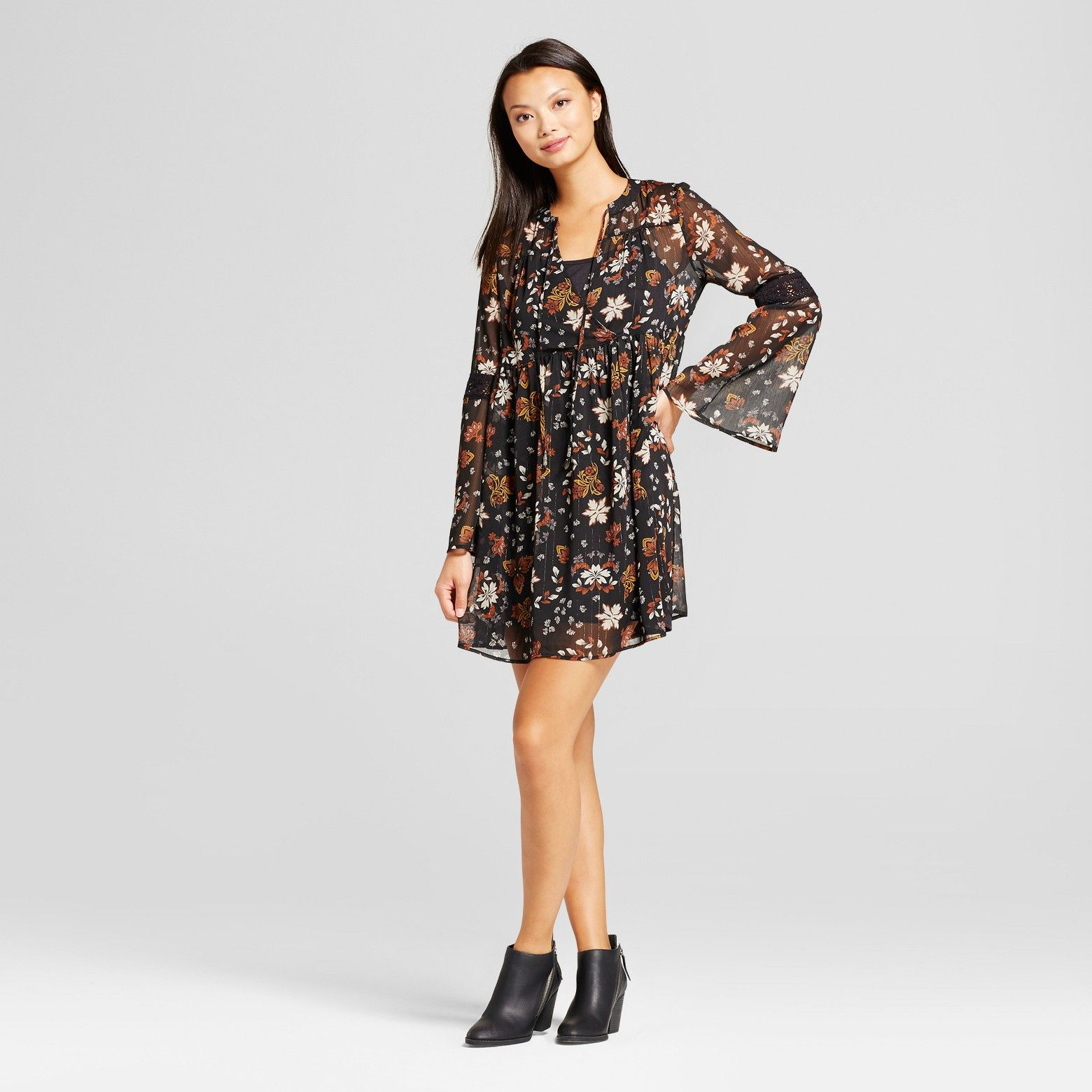 Keep your look light and flowy in the lurex print tiesleeve dress