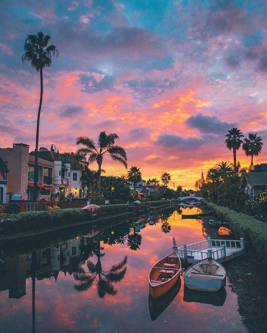 Venice Beach Canals + 25 Best Photo Spots in LA // Local Adventurer #discoverla #losangeles #la #lalaland #visitcalifornia #california #mural #instagram
