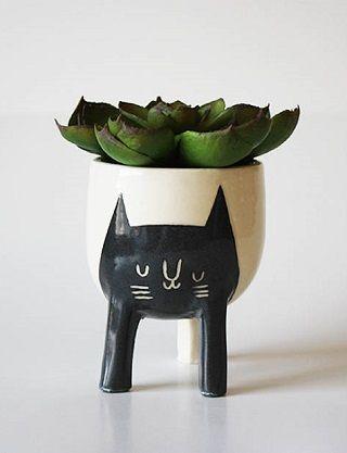 Three-legged Cat Planter - Beardbangs