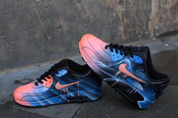 get cheap 20990 d3b06 Original Nike Air Max 90 peint comme vu dans les photos. Peint avec des  couleurs acryliques de cuir qui va durer forerver sur les chaussures.