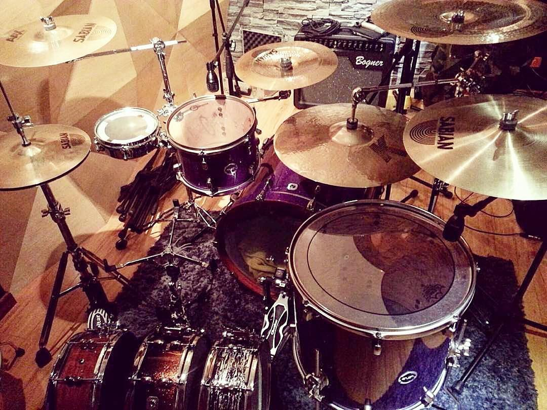 Drumsets around the world  Featured  @killdrum1  #drum#drums#drummer#drummerboy#drumset#drumkit#drumporn#drumline#drummergirl#recordingstudio#musico#baterista#instadrum#drumming#percussion#percussionist#drumsoutlet#tama#DWdrums#ludwig#sjcdrums#gretsch#Bateria#pearldrums#drumlife#drumdrumdrum#sessiondrummer#drumsticks by drumset_up