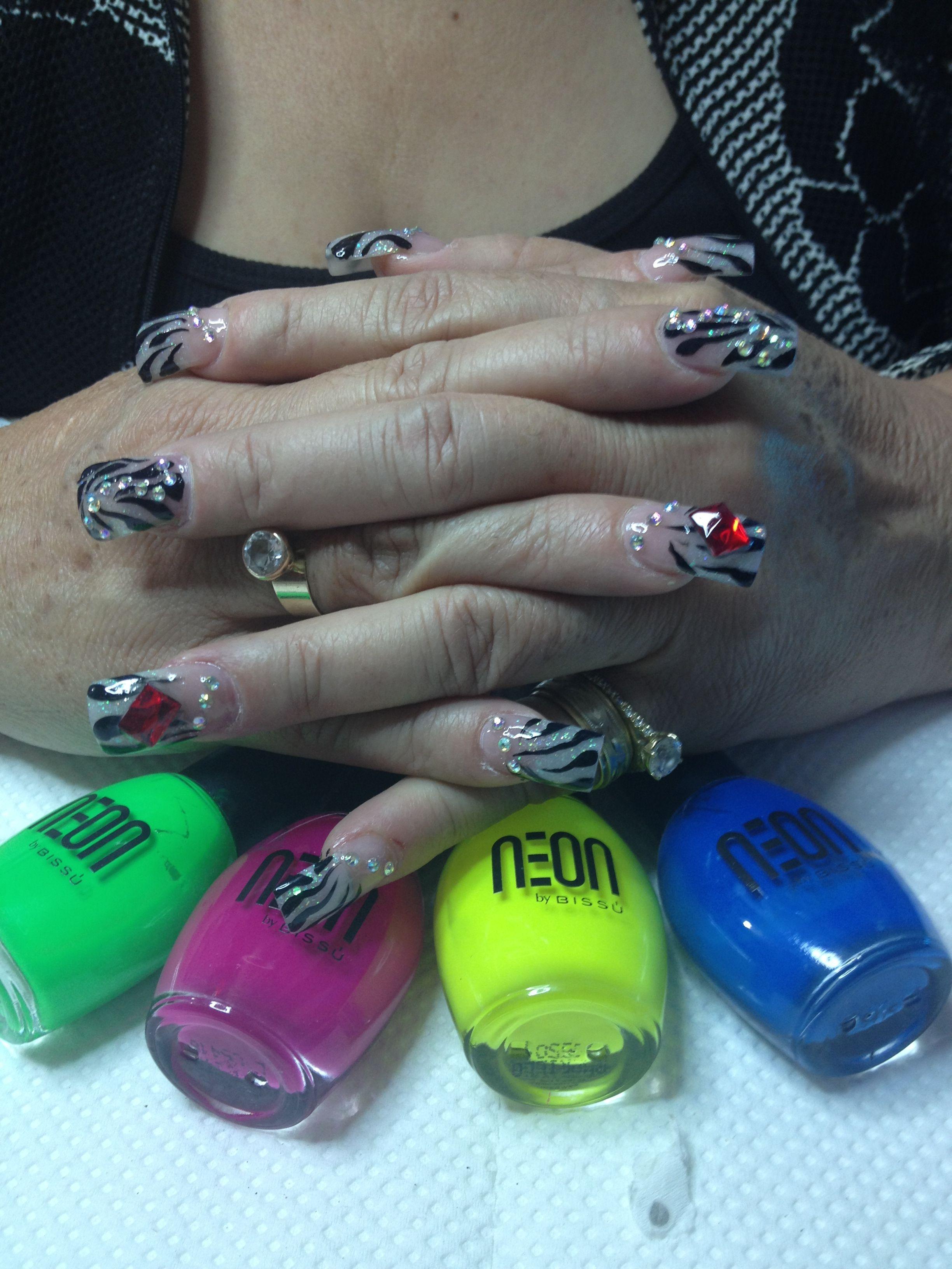 Diseño creado por Valeria unzon, uñas cebras, glitter party ...
