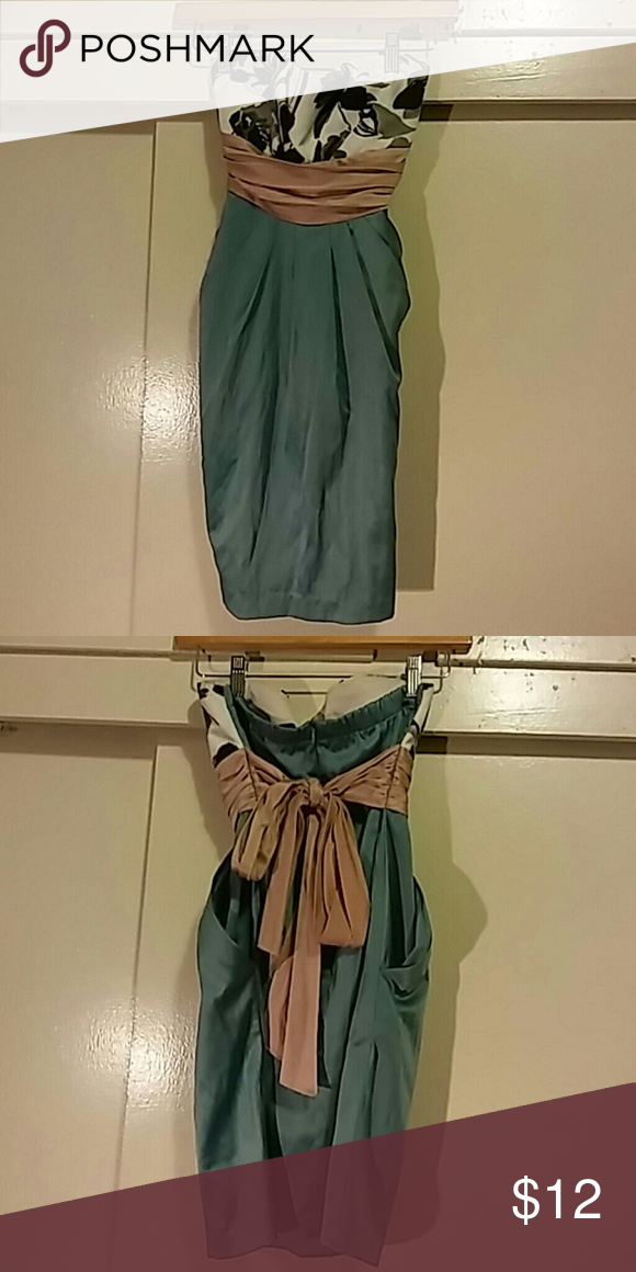 Forever 21 dress Forever 21 dress in pastel colours. Size: M. Has pockets and a big sash. Dresses