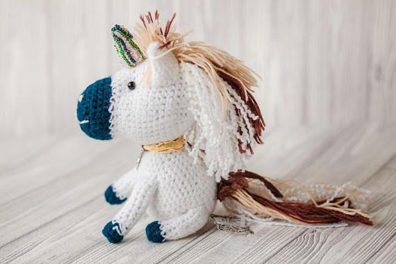 Amigurumi Unicorn : This cute unicorn plushy knit toy is made of special yarn the