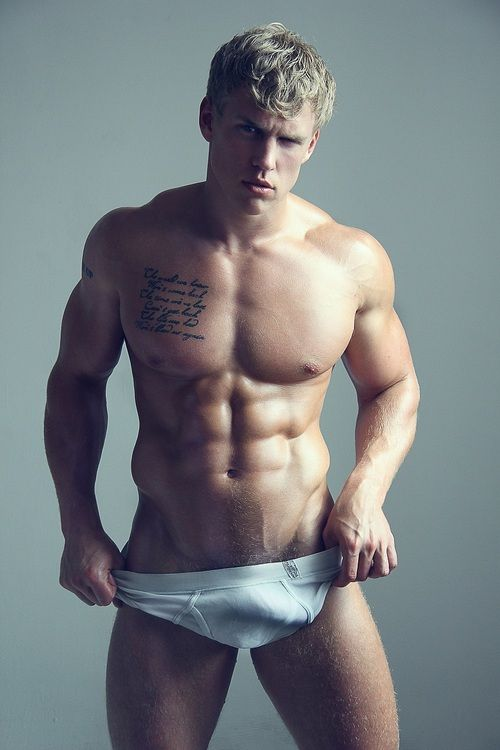 Muscly guy teasing with his great body
