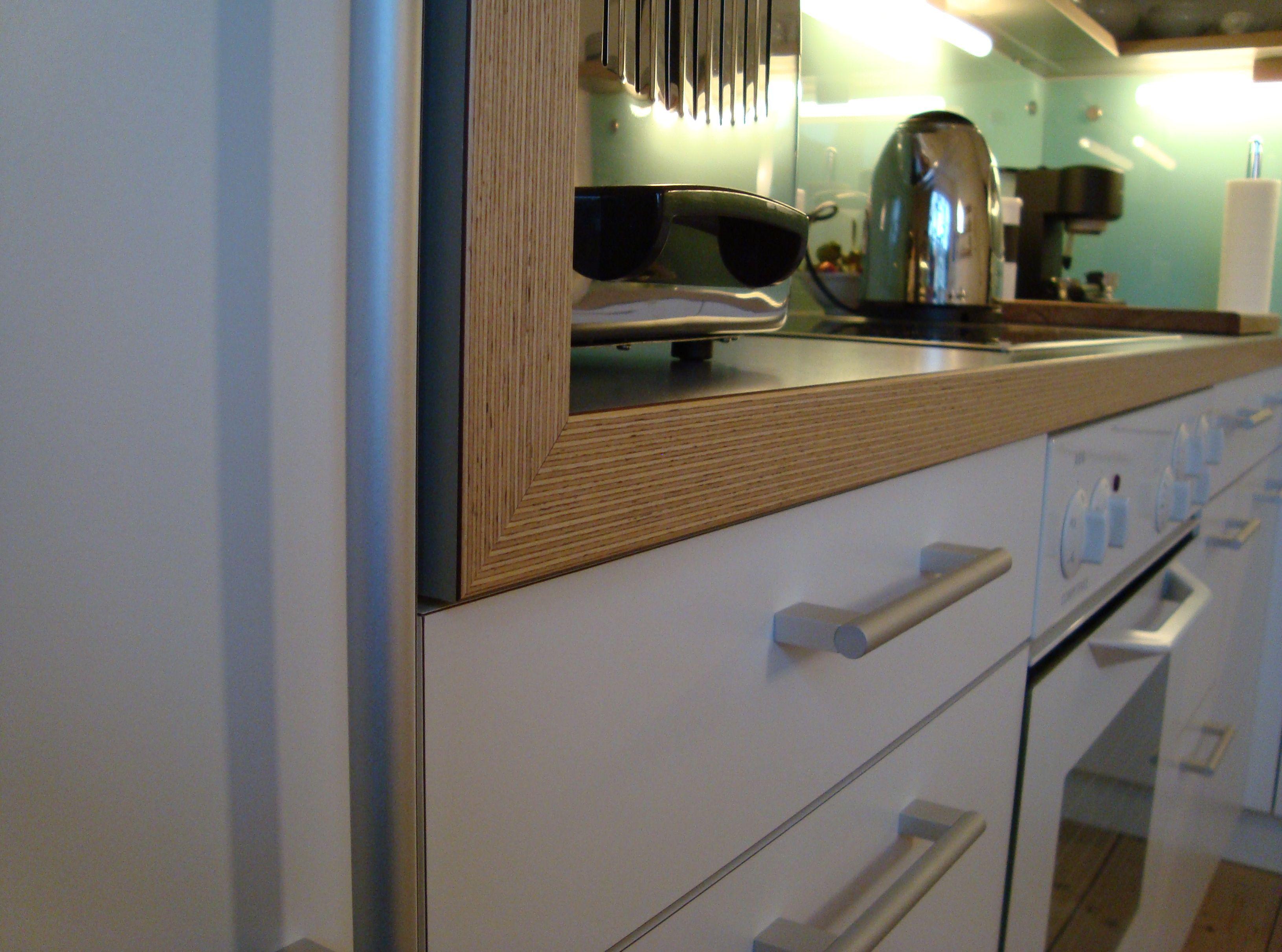 Detail Arbeitsplatte Mit Multiplex Kante Und Italienischem Hpl Beschichtet Glas Nischenruckwand Multiplex Keuken