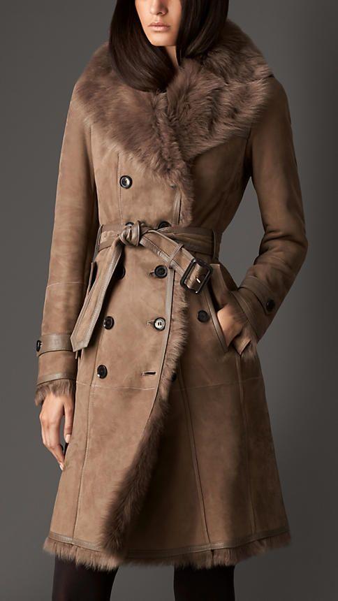 d57da372657 Trench coat largo de vellón de ovino