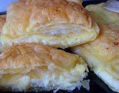 Rezept Vanileepastete: Die griechische Pastete Galaktoboúreko schmeckt einfach sagenhaft. Hier kommt das Rezept für das zartknusprige Kleingebäck.