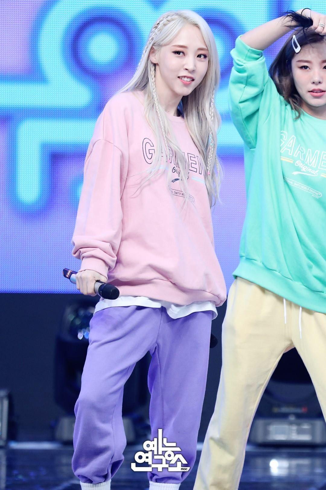 Weareoneidols Mamamoo Moonbyul Kpop Girlgroup Idol Bias Rapper Music Mamamoo Mamamoo Moonbyul Moonbyul