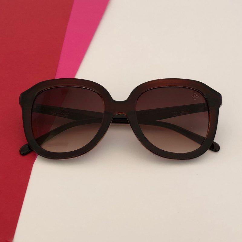 Óculos de Sol feminino super estiloso com Proteção UV 400! E mais   Acompanha um 95b538b0f6