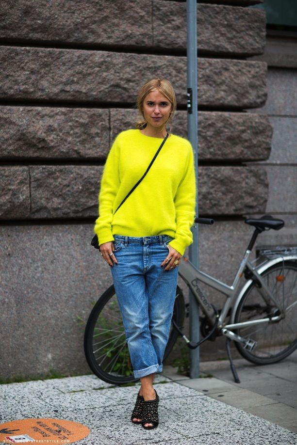 Neon yellow sweater with boyfriend jeans | Street Style ...