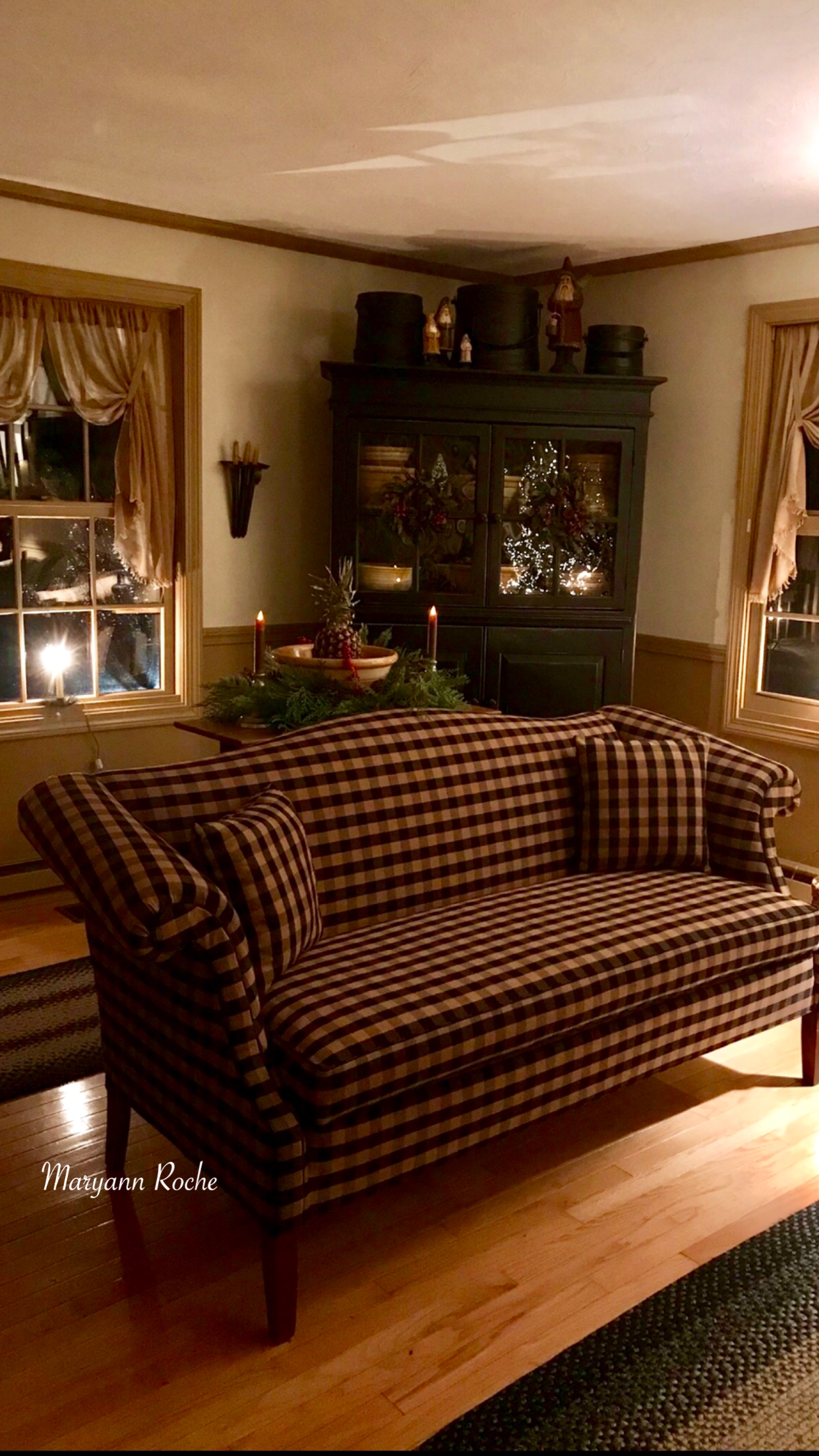 Pin By Sandy Donovan On My Home Primitive Country Living Room Primitive Decorating Country Colonial Living Room
