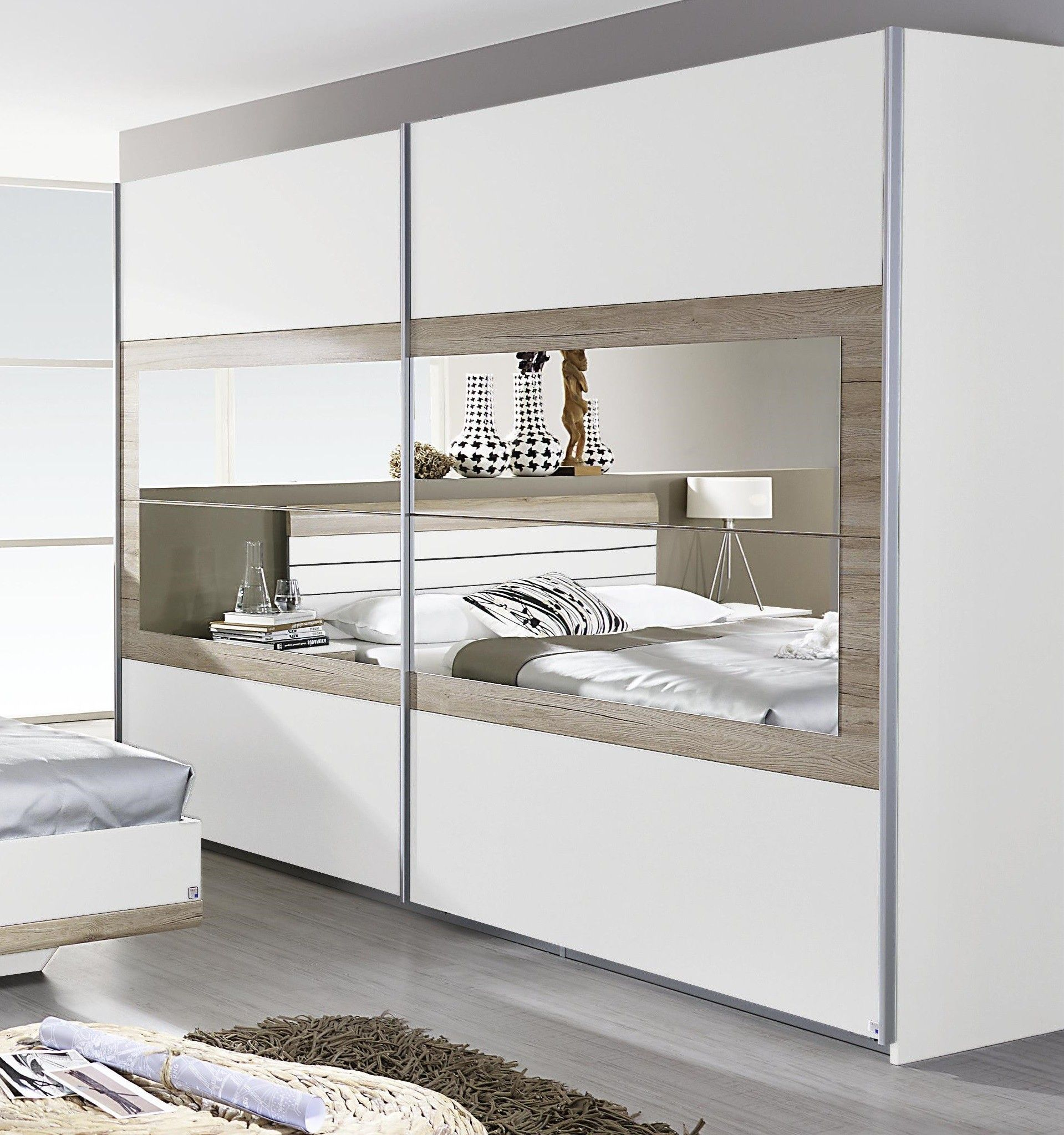 armoire contemporaine 2 portes coulissantes 271 cm blanche ch ne clair tamara. Black Bedroom Furniture Sets. Home Design Ideas