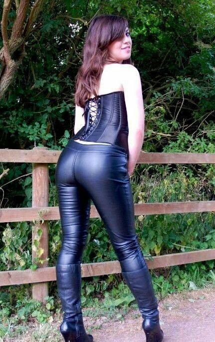 amateur-leather-pants-chicks