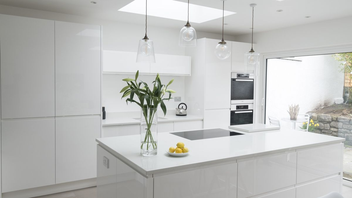 Chalkhouse sleek white gloss kitchen | chalkhouse alchemy kitchens ...