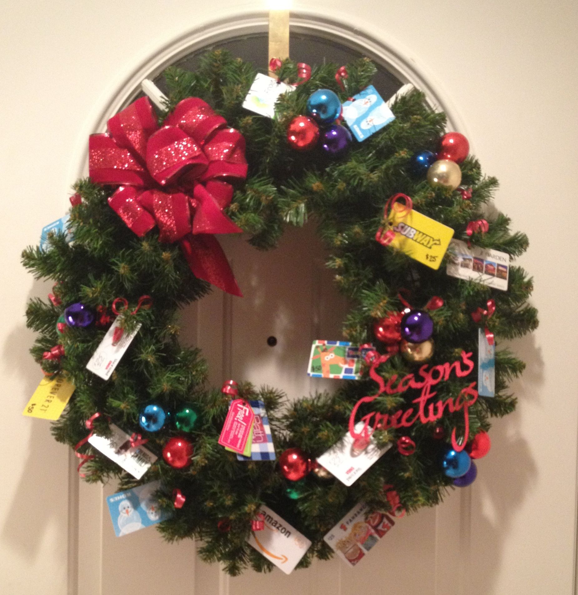 Gift card tree ideas pinterest - Gift Card Wreath For Breaking Entering Christmas