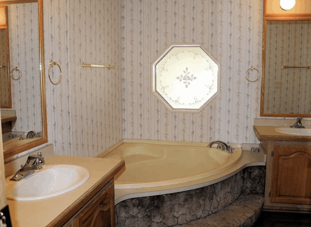 3 Remedies For Yellow Bathtubs In Mobile Homes Mobile Home Bathtubs Mobile Home Makeovers Remodeling Mobile Homes