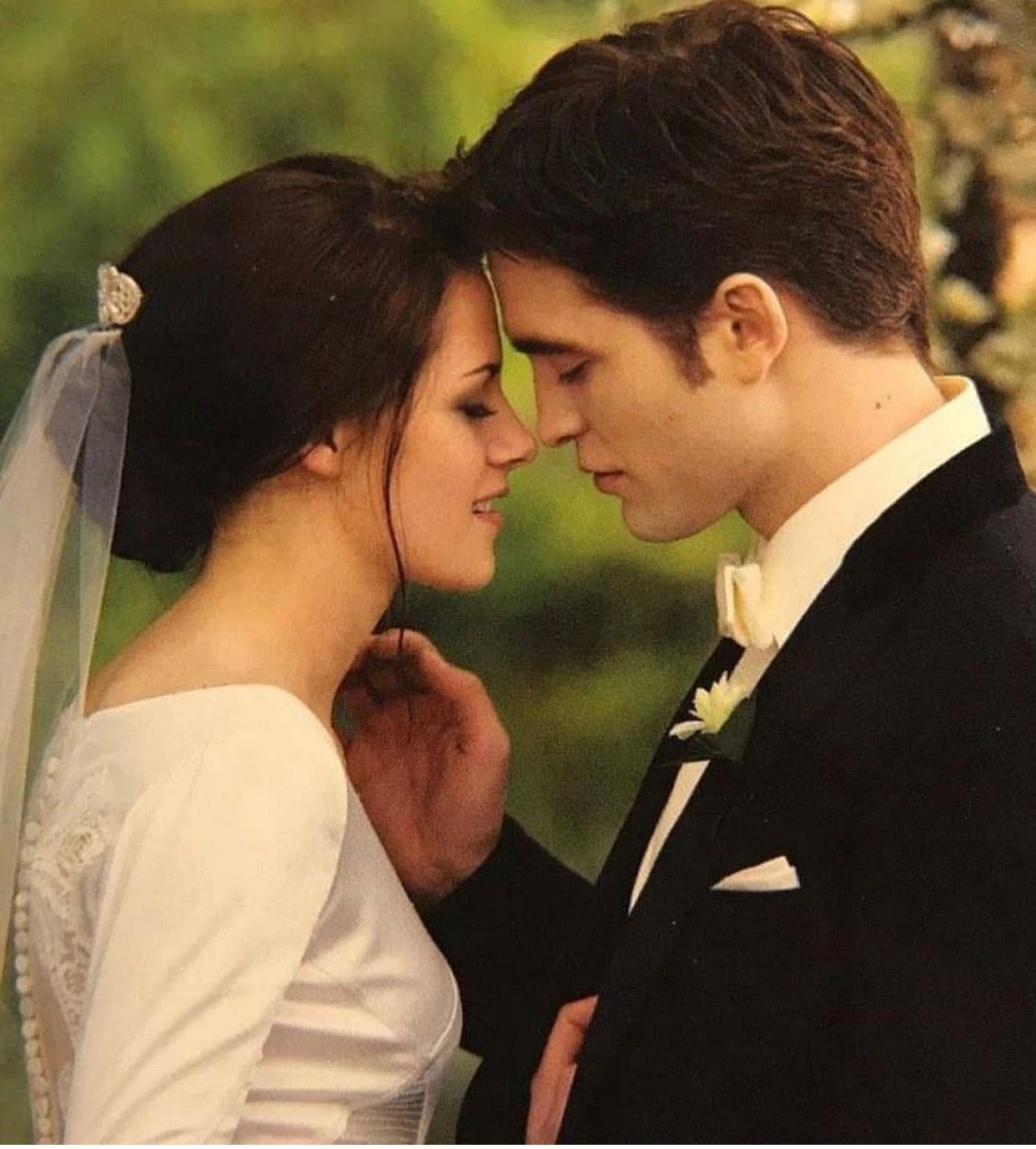 Pin By Pamela Conaty On Breaking Dawn Parte 1 Twilight Saga Twilight Film Twilight Movie [ 1377 x 1242 Pixel ]