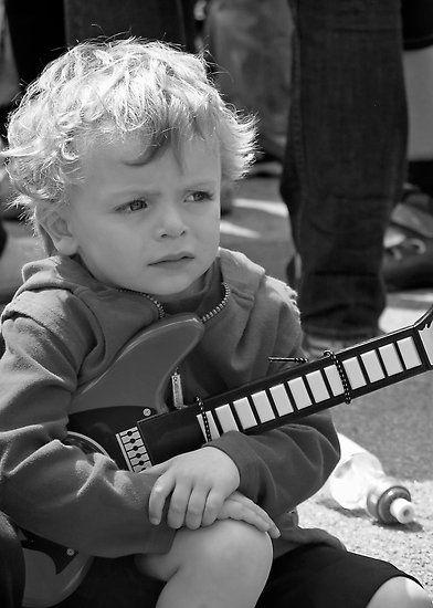Mini Guitarist