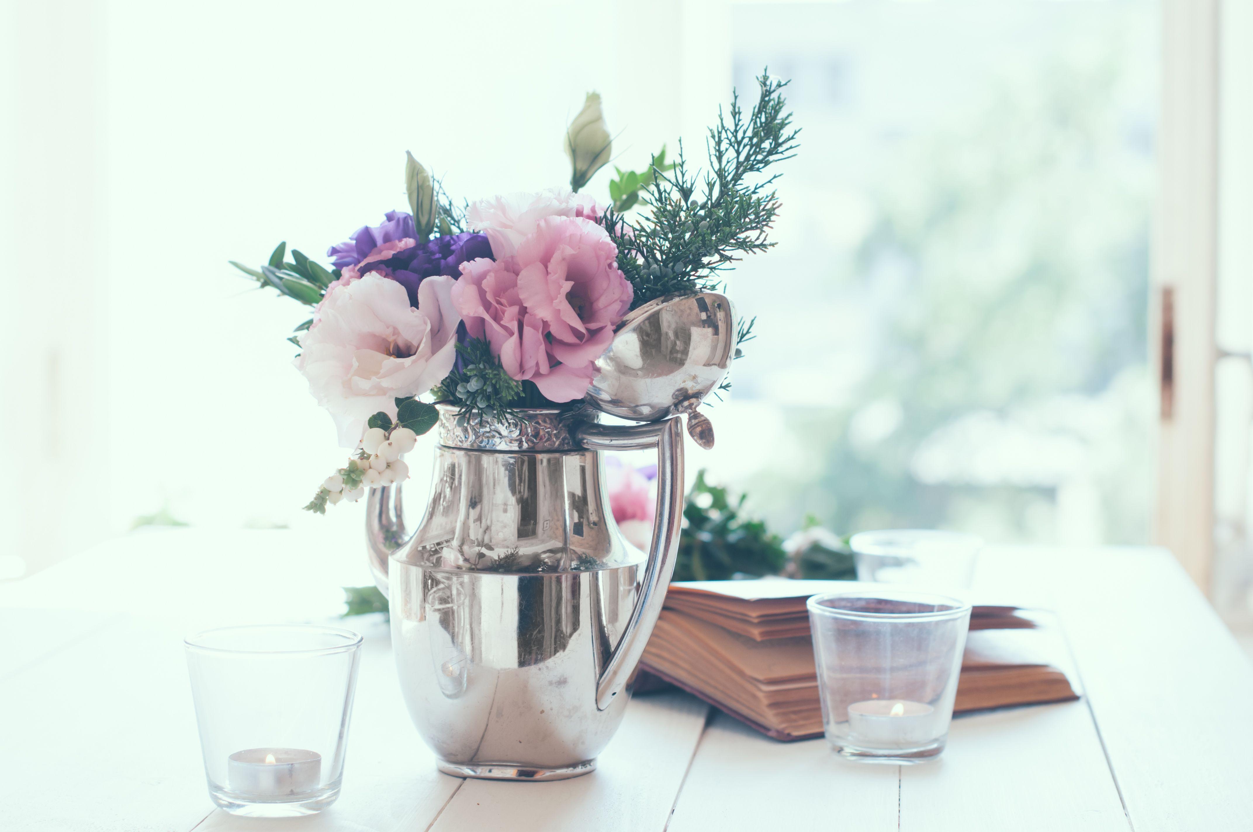 As flores podem dar um toque romântico em tons pastel