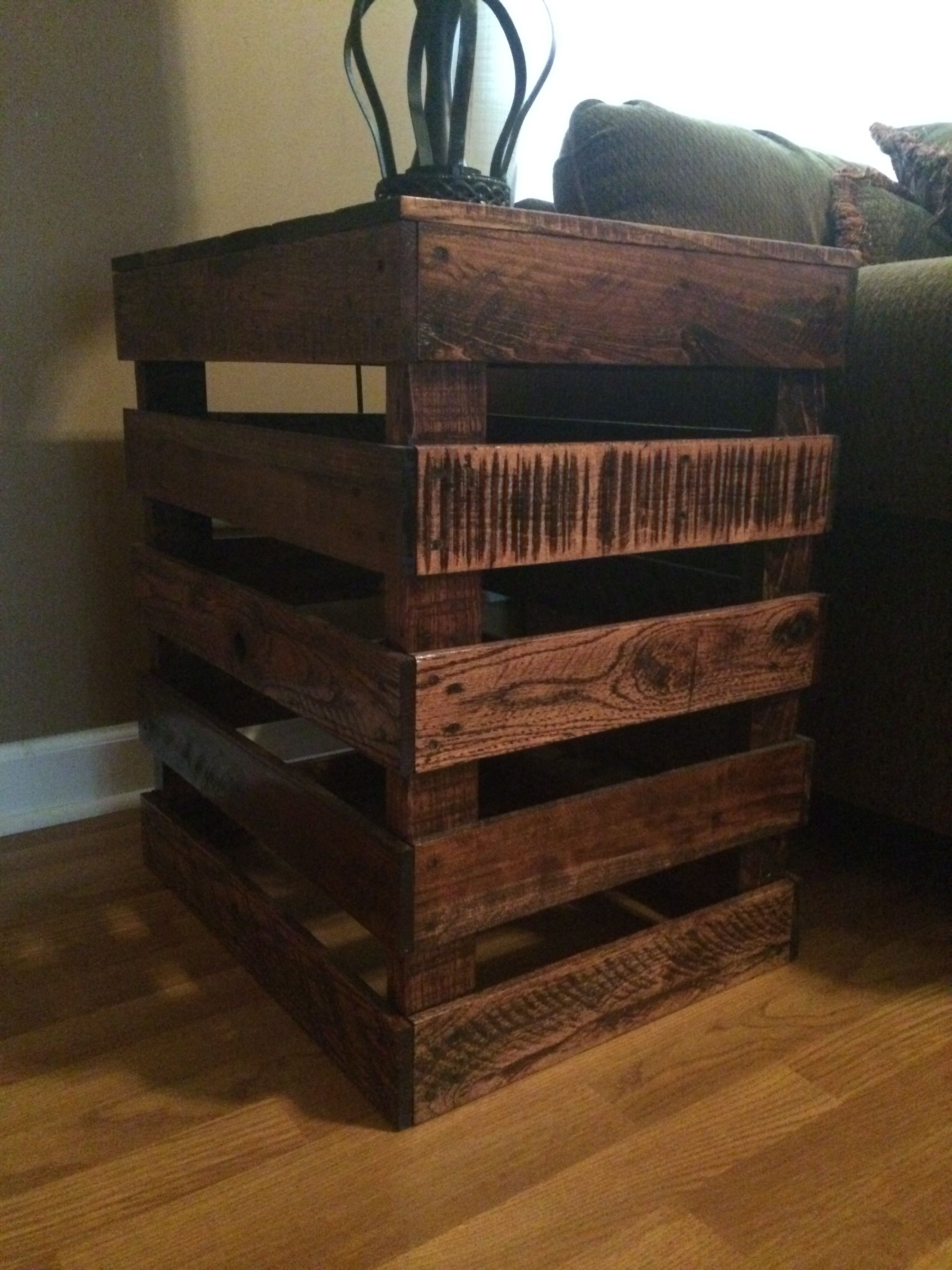 End Table Made Out Of Pallet Farmhouse End Tables Pallet Diy Pallet End Tables