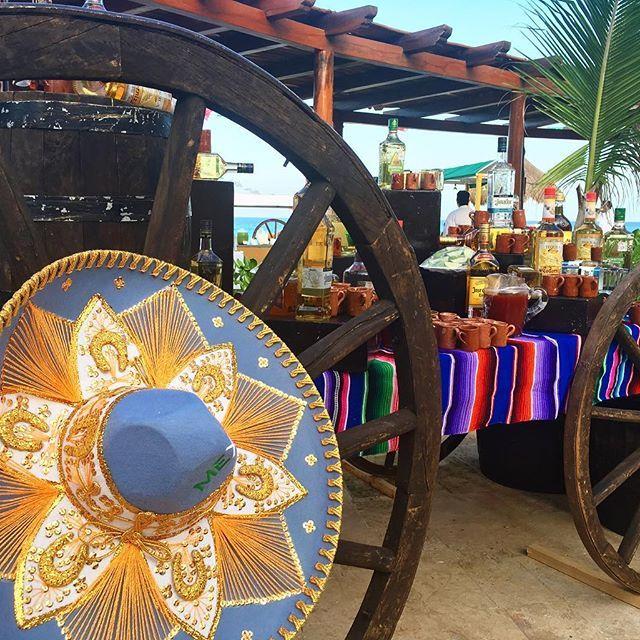 ¡México siempre presente! #QuédateConNosotros #tradición #música